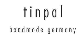 Filigranes und leichtes Design aus hochwertigem Edelstahl sowie Zell-Baumwoll-Acetat. Durch die kleinserielle Handfertigung werden qualitative Designklassiker, auch in individuellen Wunschfarben hergestellt.